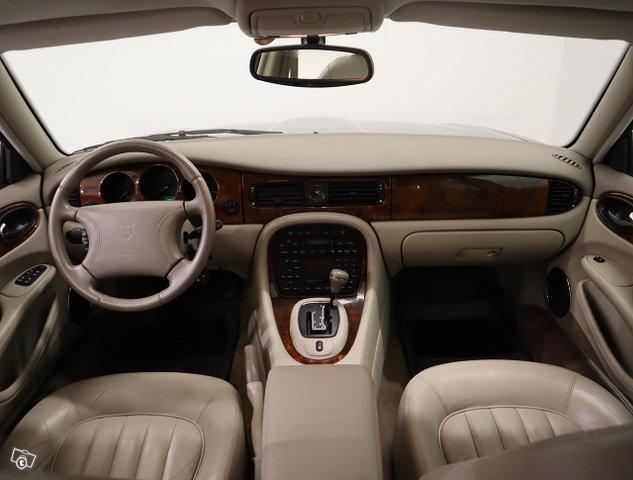 Jaguar XJ8 15