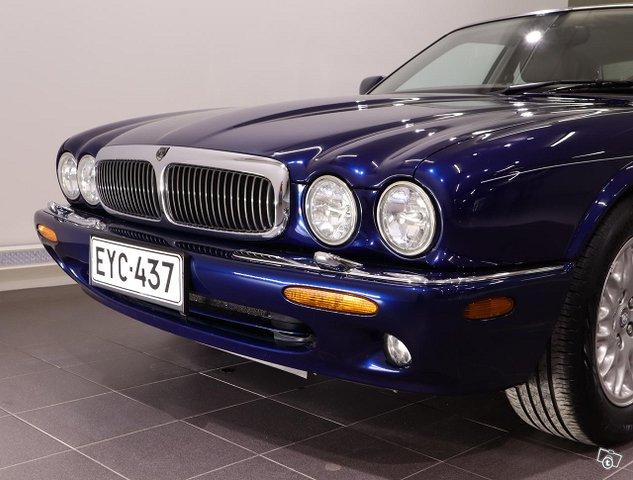 Jaguar XJ8 18