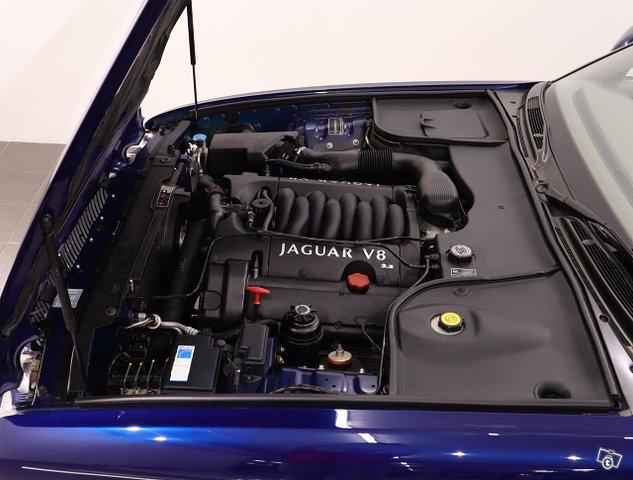 Jaguar XJ8 23