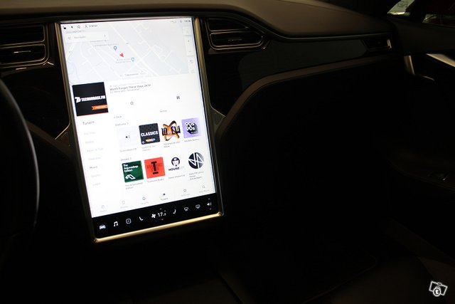 Tesla Model S 18