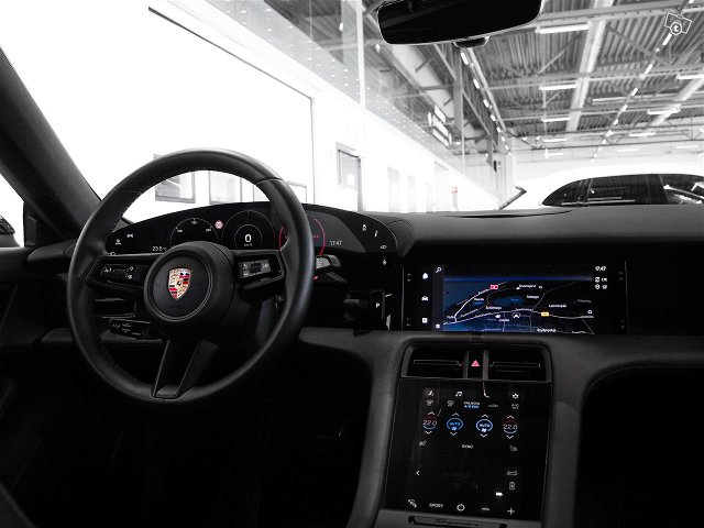 Porsche Taycan 7