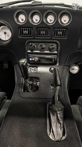 Dodge Viper 12
