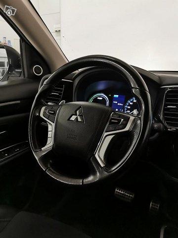 Mitsubishi Outlander PHEV 11
