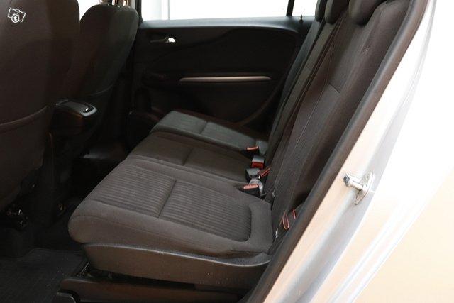 Opel Zafira Tourer 10