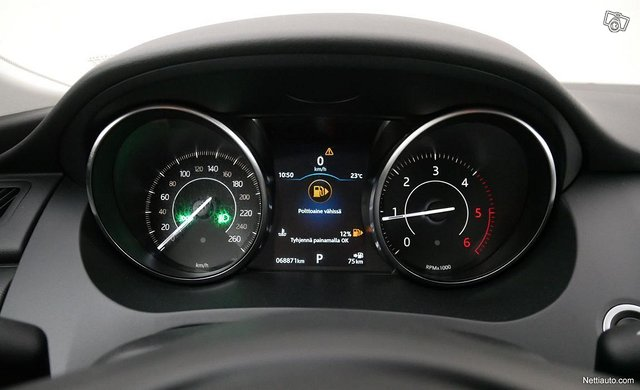 Jaguar E-Pace 10