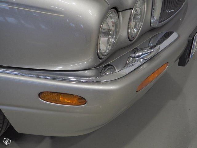 Jaguar XJ8 7