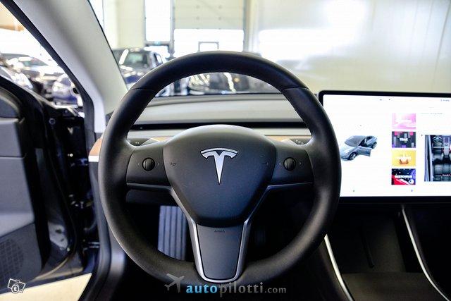 Tesla Model 3 18
