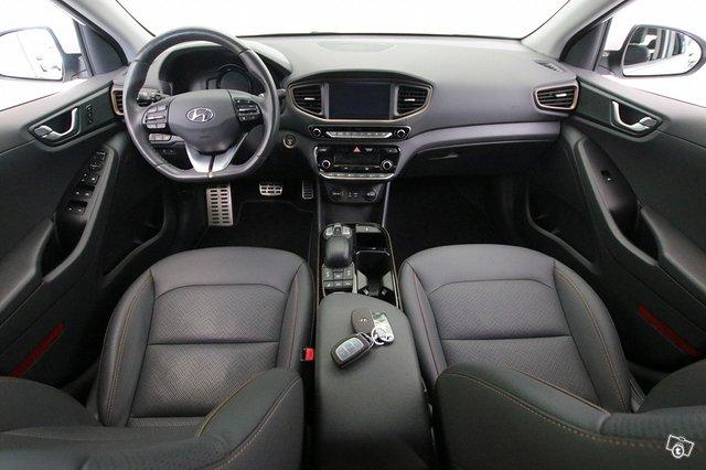 Hyundai Ioniq Electric 8