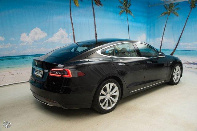 Tesla Model S 4