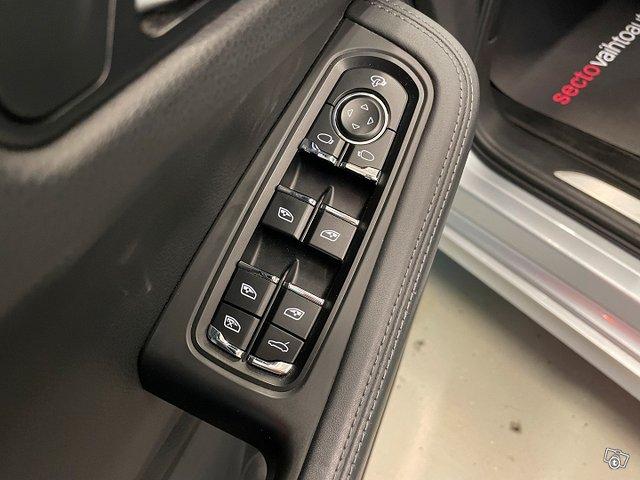Porsche MACAN 20