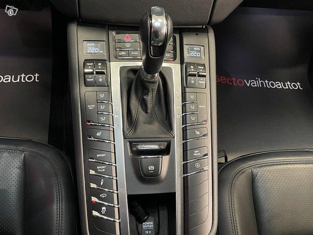 Porsche MACAN 23