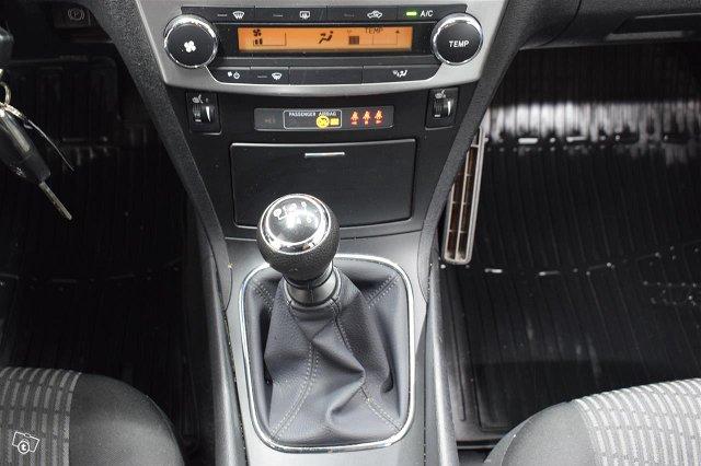 TOYOTA Avensis 11