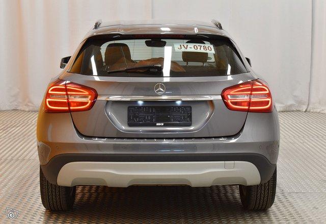 Mercedes-Benz GLA 7