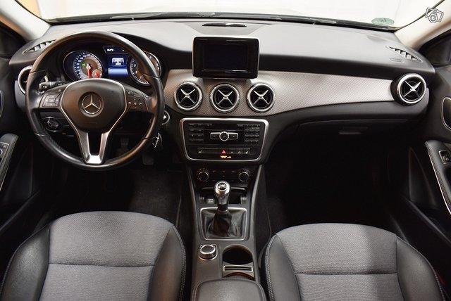Mercedes-Benz GLA 13