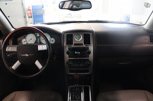 Chrysler 300C 10
