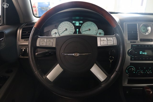 Chrysler 300C 11