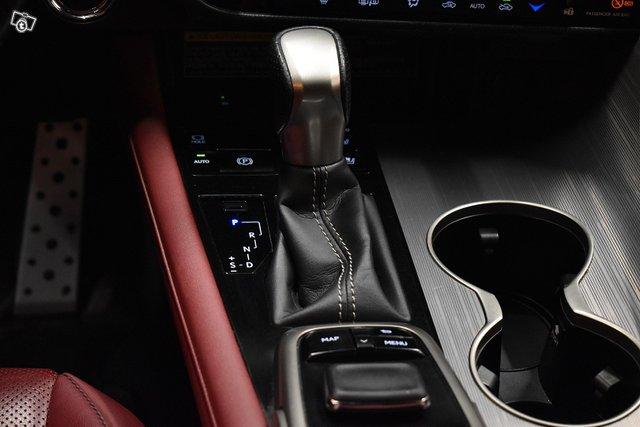 Lexus RX 20