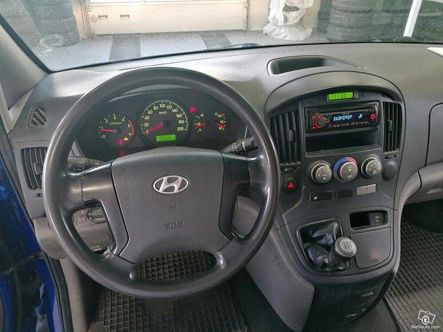 Hyundai H1 Van 8