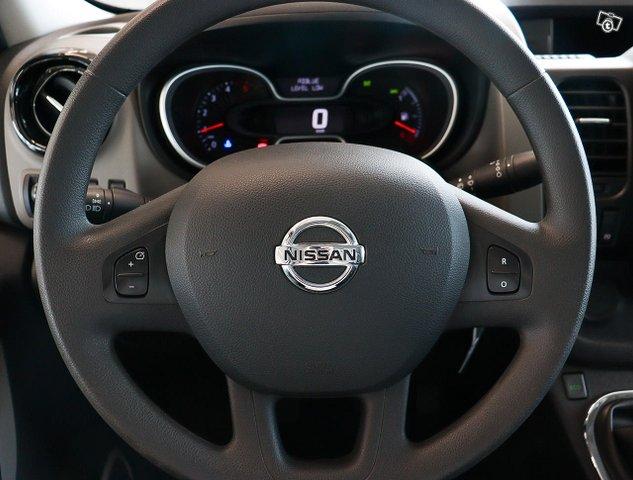 Nissan NV300 11