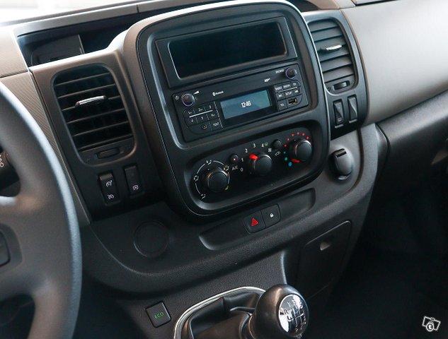 Nissan NV300 12