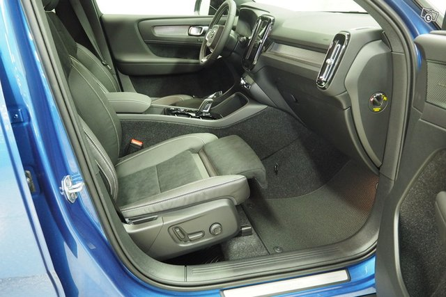 Volvo XC40 24
