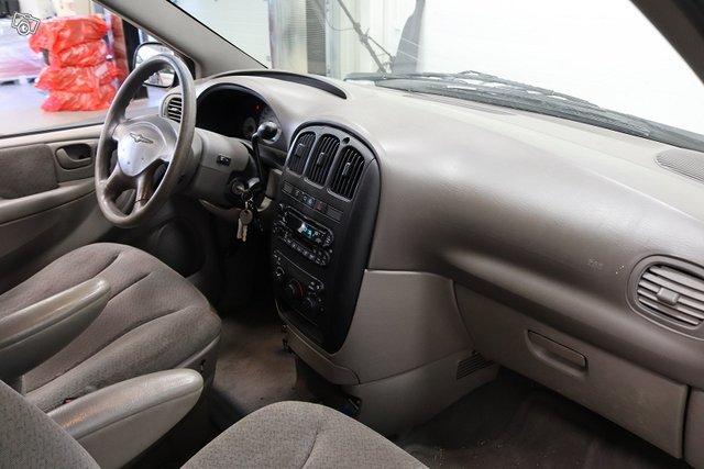 Chrysler VOYAGER 13