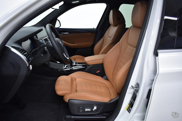 BMW IX3 13