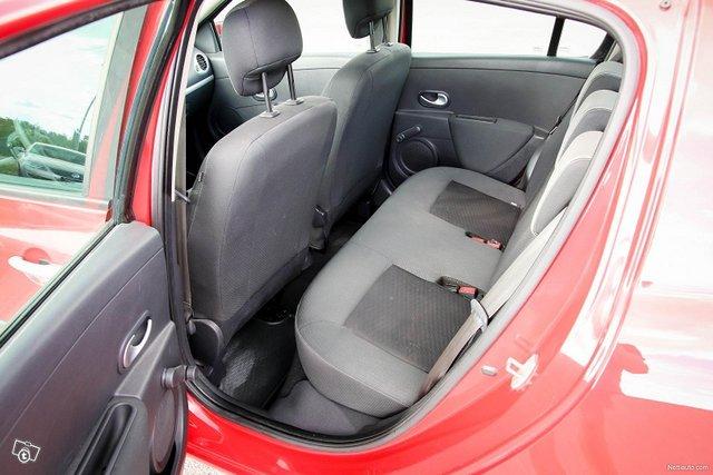 Renault Clio 23