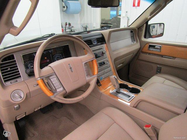 Lincoln Navigator 7