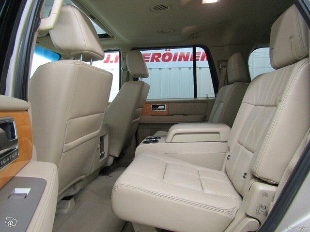 Lincoln Navigator 14