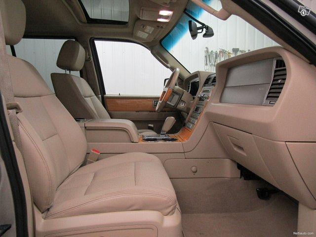 Lincoln Navigator 21