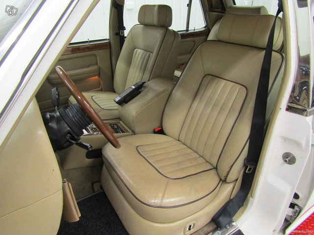 Rolls-Royce Silver Spur 8