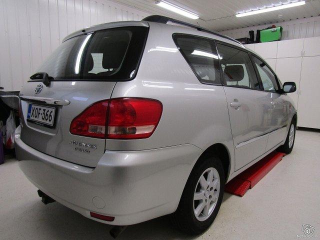 Toyota Avensis Verso 3