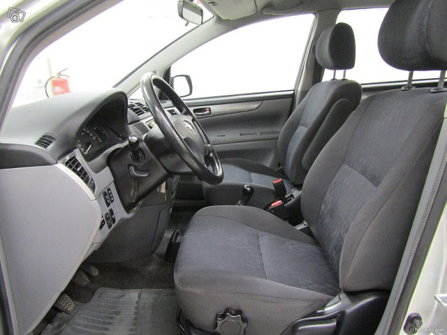 Toyota Avensis Verso 6