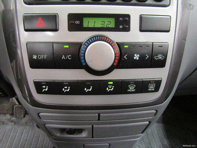 Toyota Avensis Verso 11
