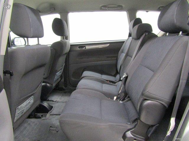 Toyota Avensis Verso 12