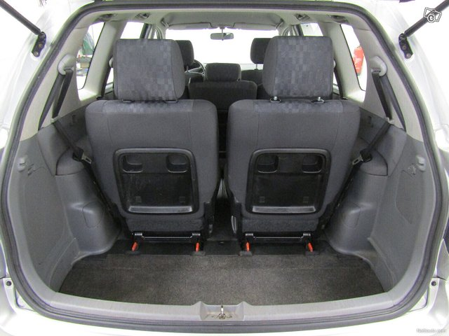 Toyota Avensis Verso 14
