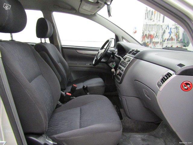 Toyota Avensis Verso 16