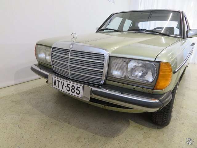 Mercedes-Benz 230 E 4