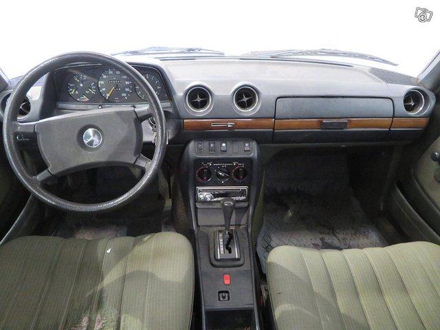Mercedes-Benz 230 E 8