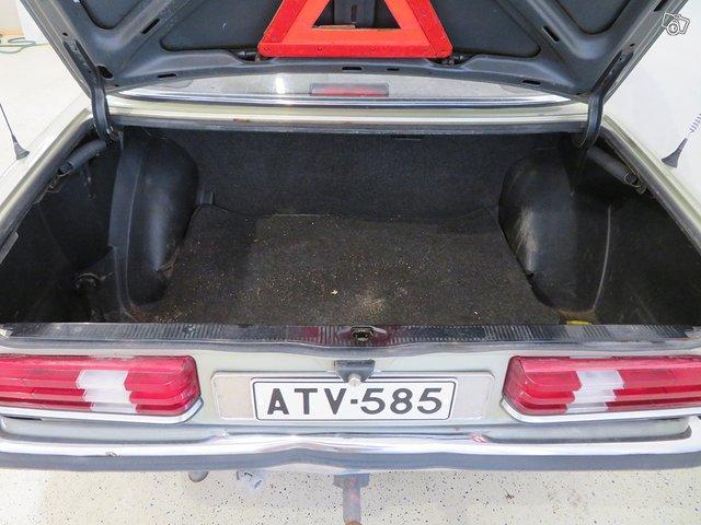 Mercedes-Benz 230 E 10