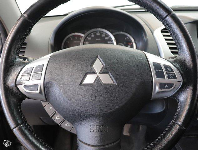 Mitsubishi L200 11