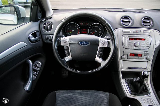 Ford Mondeo 25