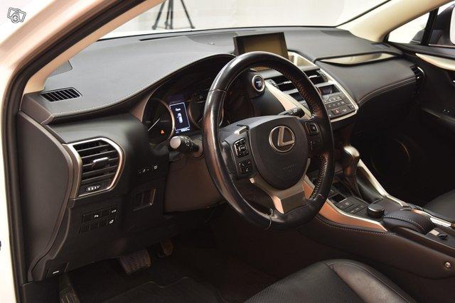 Lexus NX 10