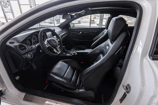Mercedes-Benz C 63 AMG 9