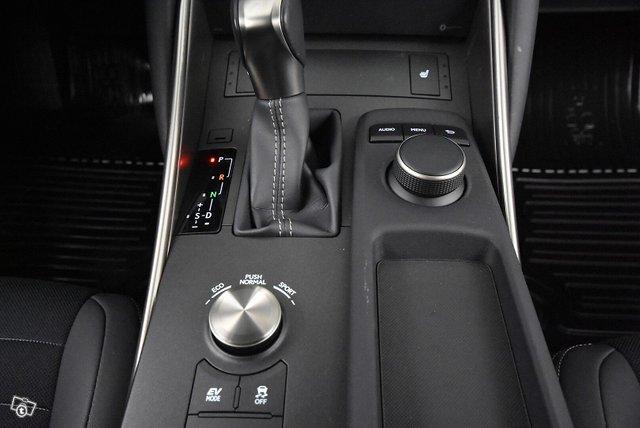 Lexus IS 16