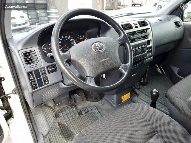 Toyota Hiace 17