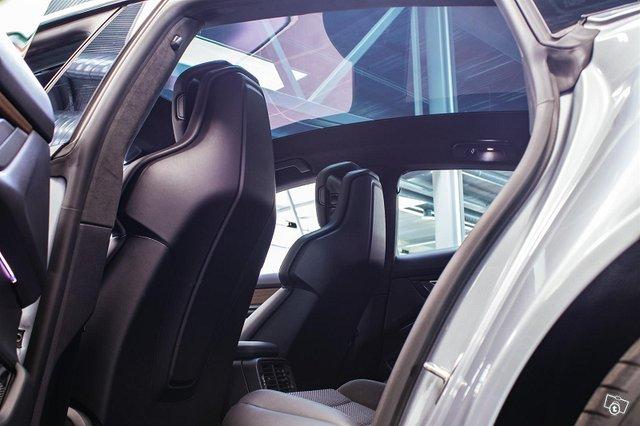 Porsche Taycan 14