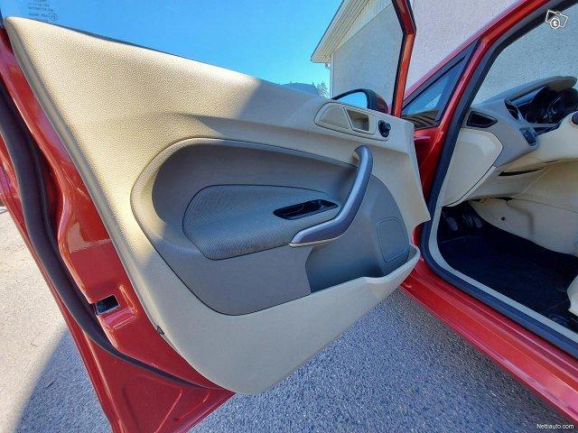 Ford Fiesta 12