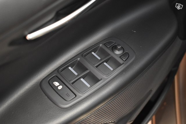 Jaguar XE 24
